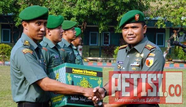 Pimpinan TNI AD Berikan Bingkisan Lebaran Kepada Anggota