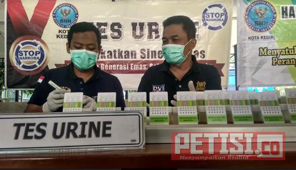 Polresta Kediri dan BNN Lakukan Tes Urine Pengendara Angkutan Umum