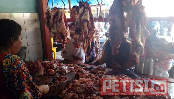 Di Lumajang, Harga Daging di Pertengahan Ramadhan Tetap Normal