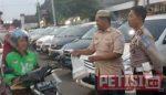 Komunitas Mobil Janoko Bagi Takjil