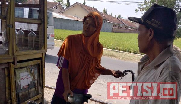 Preman Kampung  'Rampok' Nenek Pemilik Warung