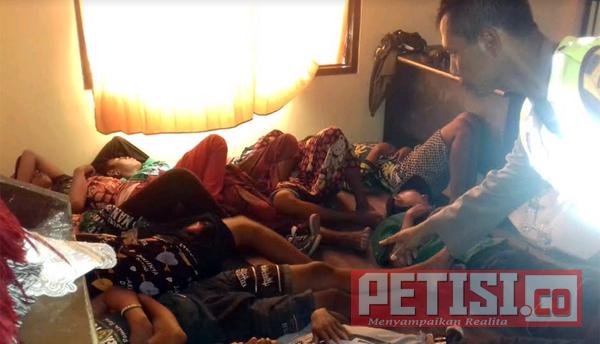 Belasan Remaja Teler Digelandang Anggota Polsek Pakal